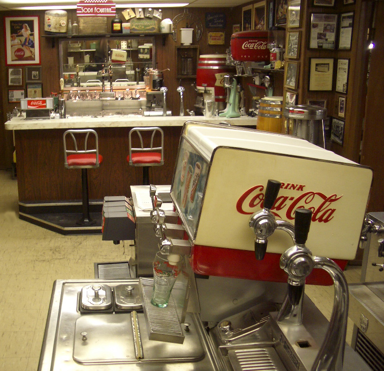 Image gallery soda fountain for Old fashioned pharmacy soda fountain